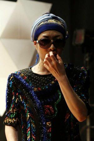 ソロ公演『わたしはあなた、あなたはわたし』土井たか子役/11役 Photo / Nobuyuki Aoki