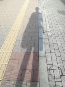 長く伸びる自分の影