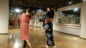 日本舞踊が特技のキャストさんに振付中