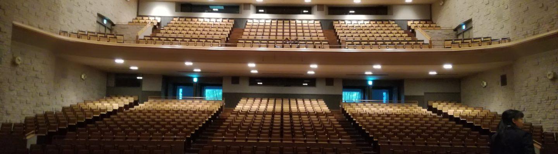 湘南高校合唱部春の定期演奏会2018 @鎌倉芸術館大ホール。舞台から客席を見上げる。開場前。