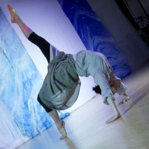 スタジオパフォーマンス『あぴフェス』/即興ソロダンス Photo / Yoshinori Tonari