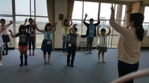 子供たちのダンス振付風景