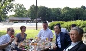白河コミネスの皆さん、福島フィル理事長熊田さんと上野公園内のカフェで早い夕ご飯を囲んで。