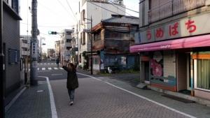 北千住の街を歩く中村明日香