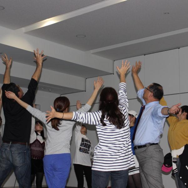 最後に『イマジン』を即興誘導で皆で踊りました。