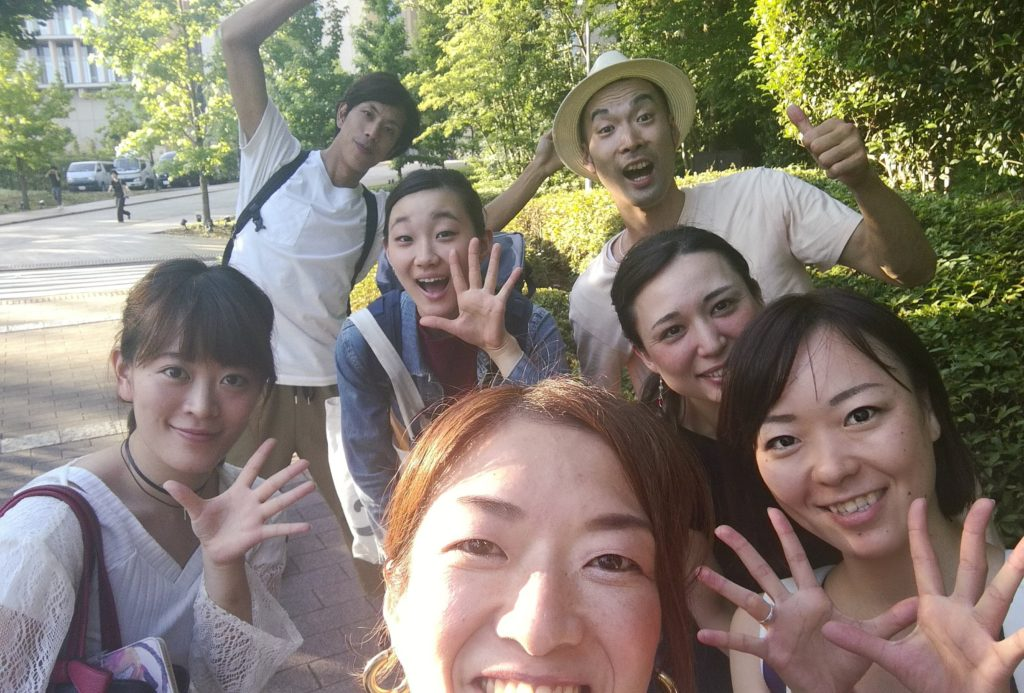 ダンサーのみんなと。夏だったな〜。左から光ちゃん、シンジさん、杏ちゃん、誠さん、マリ、ちかちゃん。ありがとう!
