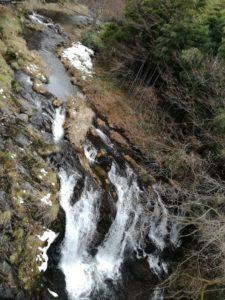 滝の湯前の滝