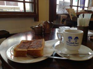 野口英世記念館1Fカフェにて。シナモントーストと珈琲を。