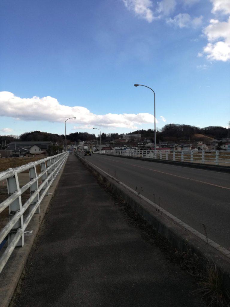 山越え谷越え、阿武隈橋も電動自転車で渡りました